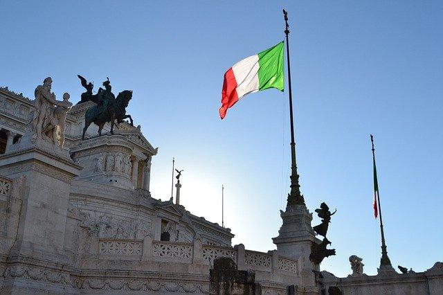 Ministerpräsident Conte kündigt die Bargeldabschaffung in Italien an